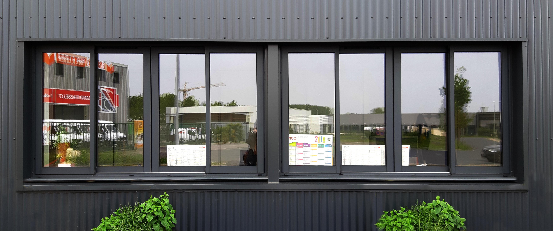 Les bureaux sont orientés Nord et généreusement éclairés naturellement.